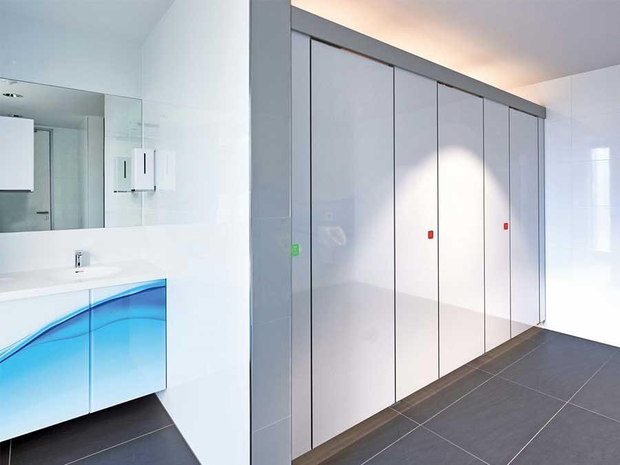 Schäfer Trennwandsysteme GmbH: Berührungslose Türöffnung für WC-Trennwände